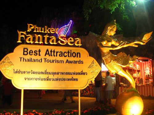 http://www.letsgotaxiphuket.com/images/tours/1469607299-phuket-fantasea-show-3.jpg